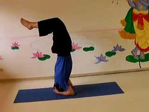 Skorpion - Yoga Übung für Fortgeschrittene - YouTube