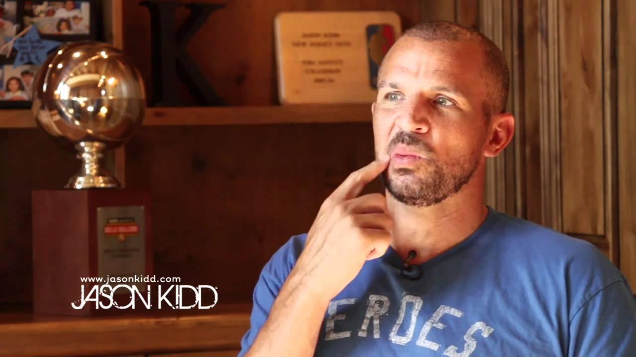 【經典回顧】Jason Kidd職業生涯首次戰喬丹,豪取25分15籃板11助攻,卻依然被教做人!(影)