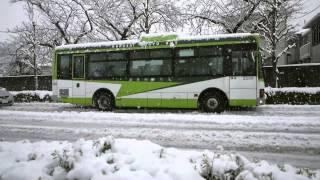 番外 雪で発進に手こずる国際興業バス - A Bus Slipping in the Snow thumbnail
