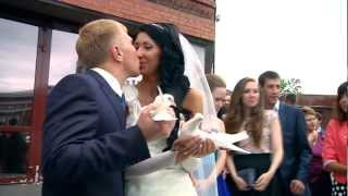 Голубь сел невесте на голову