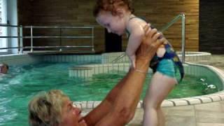 Jona in het Belgische zwembad