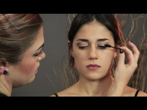 How to Do Eye Makeup Like Victoria Justice : Makeup Suggestions