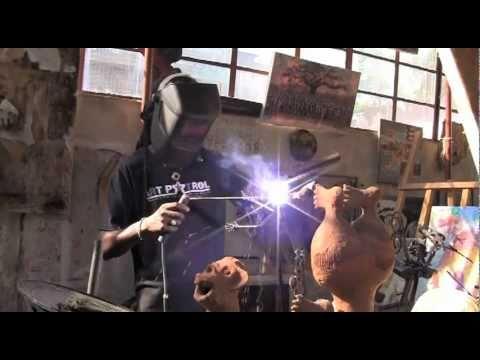 Mozambican artist Fiel dos Santos transforms arms into art