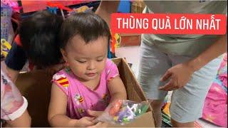 Cha con Khương Dừa nhận 2 thùng quà to nhất từ trước đến nay, xem hoài không hết quà