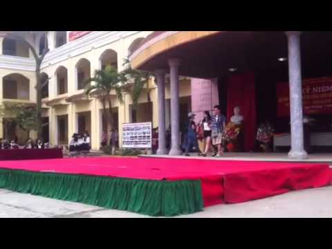 Diễn thời trang kỉ dạo phố trường Trần Hưng Đạo