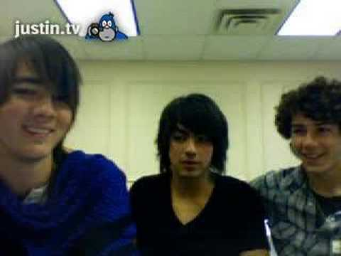 Jonas Brothers Live Chat Hollister Kevin Hates Fruit