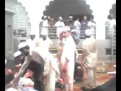 ijtmai qurbani in jamia farooqia karachi.by.m.z25.3gp Travel Video