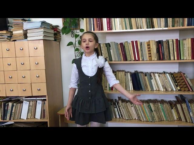 Изображение предпросмотра прочтения – ДарьяСаблина читает произведение «Волшебник» М.И.Цветаевой