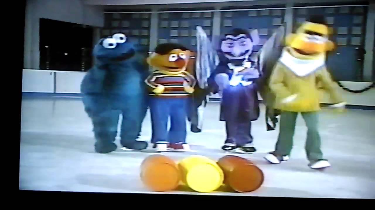 Christmas Eve On Sesame Street Characters Skating - YouTube