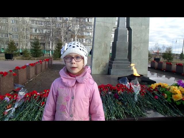 Изображение предпросмотра прочтения – ЕкатеринаКузьмина читает произведение «Победный день.» Г.Долгих