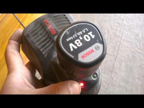 Термозащита в аккумуляторе Bosch li ion 10.8в идущего в комплекте имеется.
