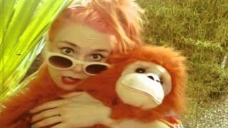 Смотреть клип Kate Nash - She Rules