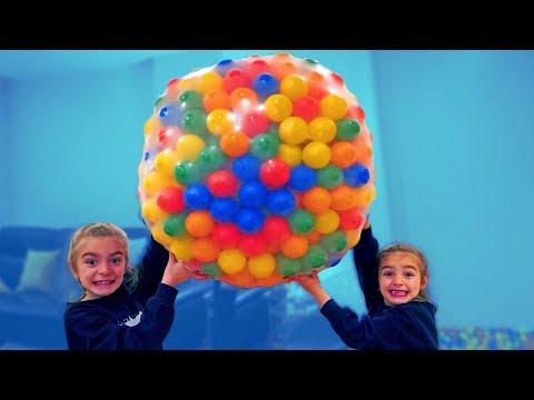 Las Ratitas llenan un globo gigante de bolas de colores!! SaneuB