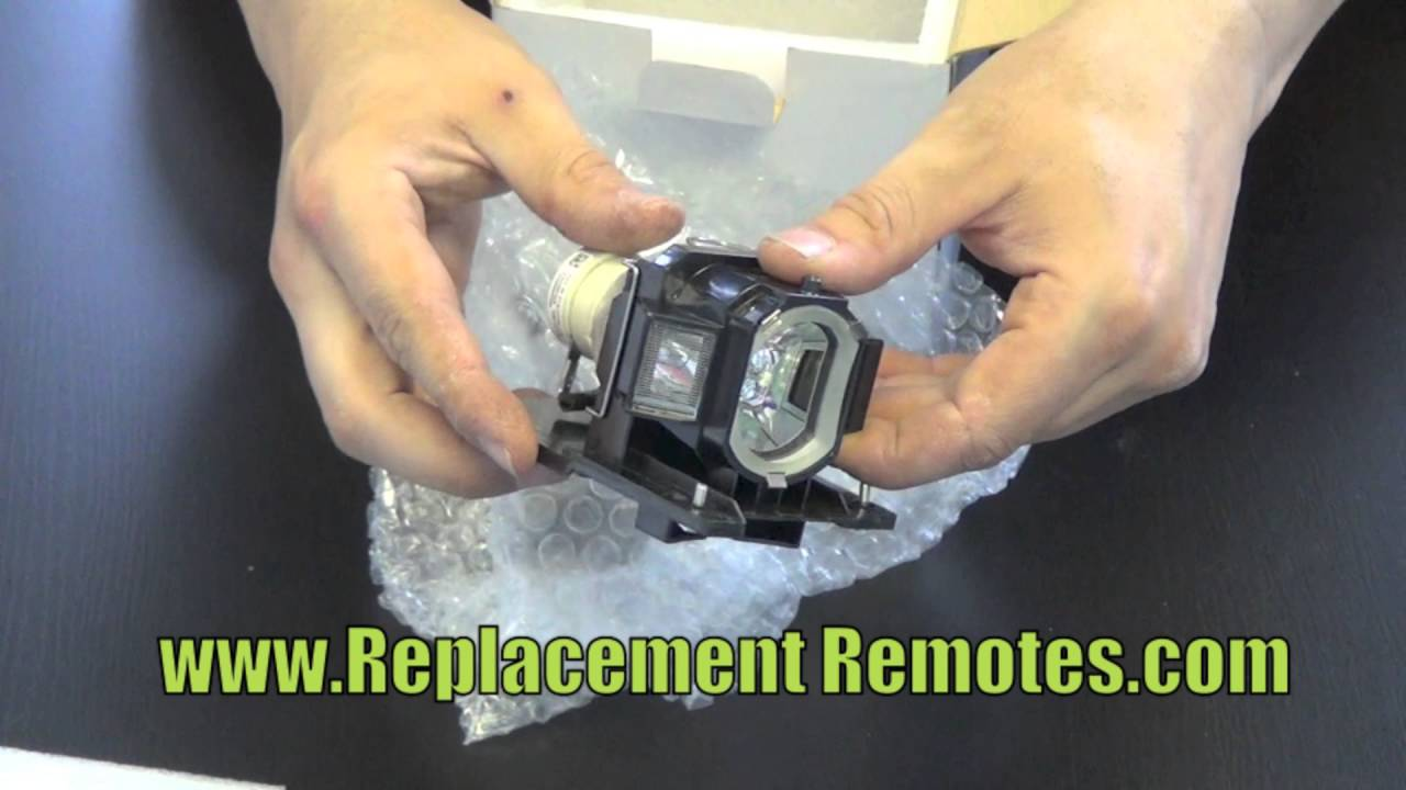 Projector Lamp Assembly with Genuine Original Philips UHP Bulb inside. CP-X3015WN Hitachi Projector Lamp Replacement