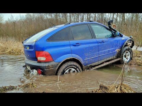 SSANGYONG ACTYON Vs TOYOTA PRADO [mud Off Road]