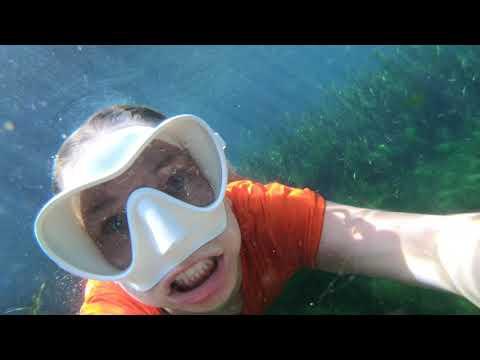 @TrinaMason underwater jeans & tshirt Juniper dive LSD5 February 17 2019