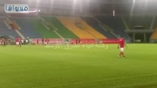 بالفيديو : لاعبو منتخب مصر يعاينون ارضية ملعب بورت جنتيل قبل مواجهة مالي غدا