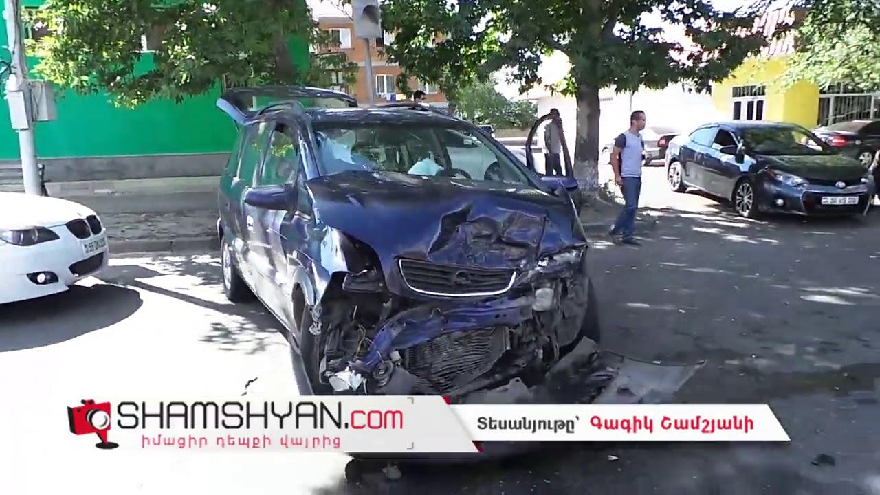 Ավտովթար Կոտայքի մարզում. բախվել են Lexus EՏ 350-ն ու Opel-ը, Lexus-ն էլ բախվել է ծառին, կա վիրավոր