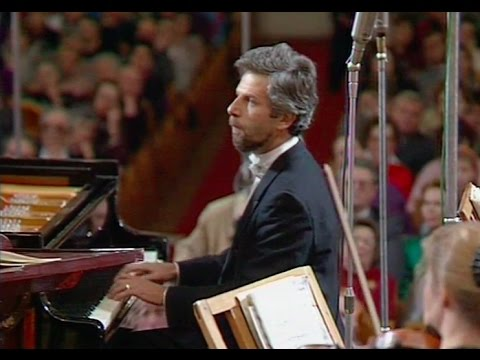 Vladimir Feltsman plays Bach Concerto in D minor, BWV 1052 - video 1991