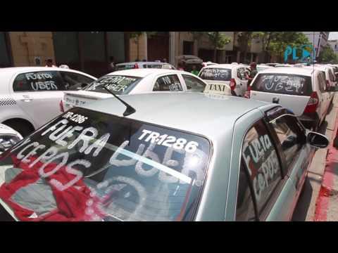 Taxistas manifiestan en caravana contra Uber y mototaxis