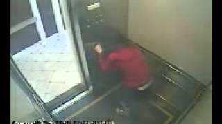 Cái chết bí ẩn của cô gái nghi bị ma ám trong thang máy
