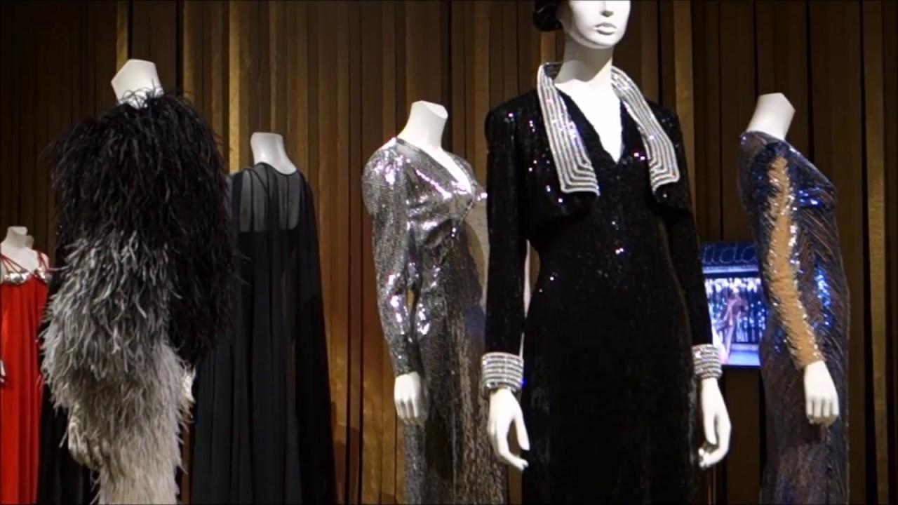 dalida une garde robe de la ville la sc ne youtube. Black Bedroom Furniture Sets. Home Design Ideas