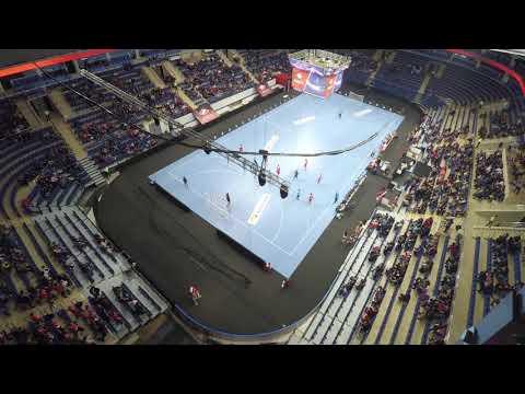 Трансформация арены для проведения гандбольных матчей.
