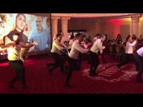 танец друзей жениха