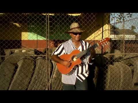Cuban Musician Jorge Luis Peña Acosta sings Mentira (bolero) in Santa Lucia Cuba