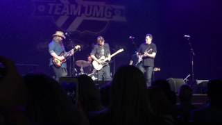 Keith Urban, Chris Stapleton and Vince Gill Jam at the Ryman in Nashville
