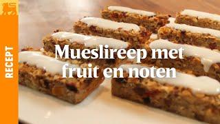 Mueslireep met fruit en noten, geglaceerd met yoghurt