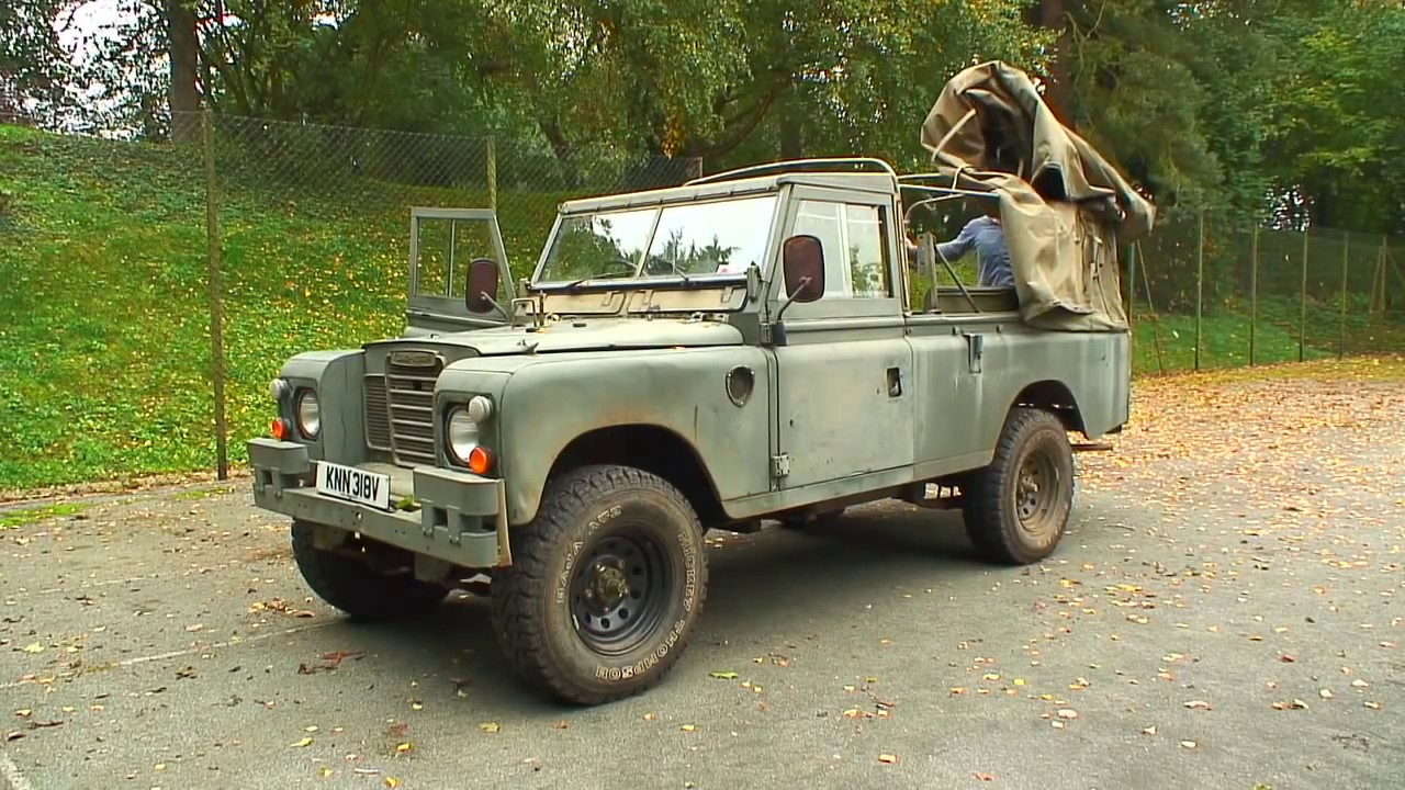 land rover 109 fitting a new hood youtube. Black Bedroom Furniture Sets. Home Design Ideas