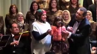 طفله مصريه تغني