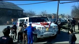 Малките келеши се опитват да спрат колите по време на сватба! Гледайте как ги оправиха!