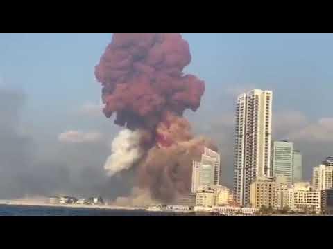 لحظة حدوث انفجار ضخم جدا في مرفأ #بيروت