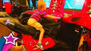🌟 Maxim plays arcade games - racing motorcycle cars children playground entertainment fun family