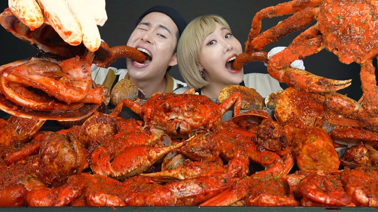 SUB) ASMR MUKBANG 먹방역사상 1등등극! 미친맛! 대왕크랩,가리비,새우 해산물가득넣은 씨푸드보일!! Seafood boil  hot & juicy mukbang!