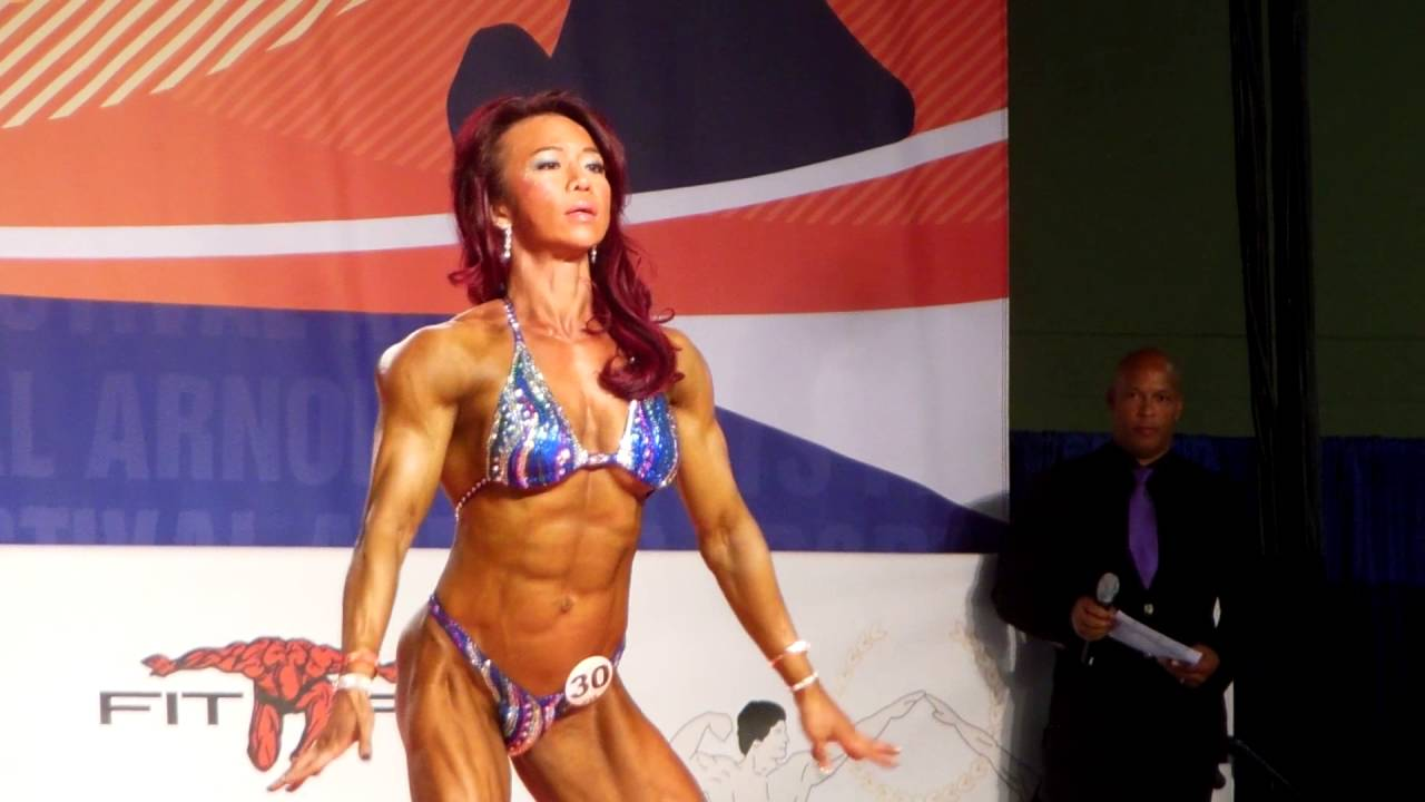 Joan Liew 2016 Arnold Amateur North America Women's Physique Medium Class -  YouTube