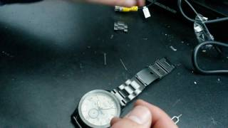 How to remove watch links without tools
