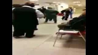 הישראלי המכוער חרדי מקלל אחיות רוסיות בבית חולים