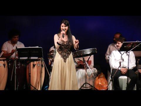 Tera Mera Sath Rahe l Sarrika Singh Live l Saudagar l Amitabh Bachchan & Nutan l
