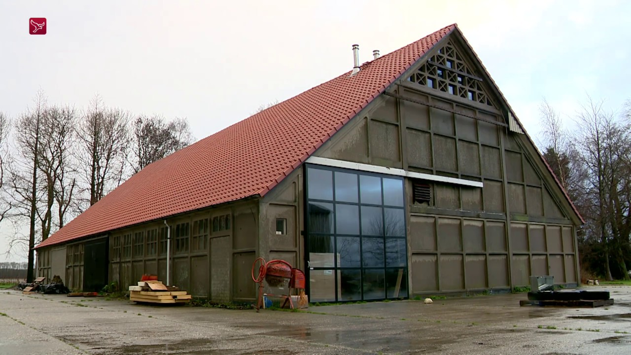 Ongekend Stel bouwt huis in Schokbetonschuur - YouTube FI-91