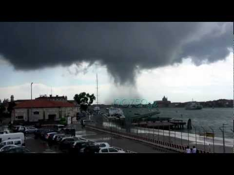 Waterspout tornadica in Venice: 12/06/2012 h 11:00 in the fear in Saint Helena