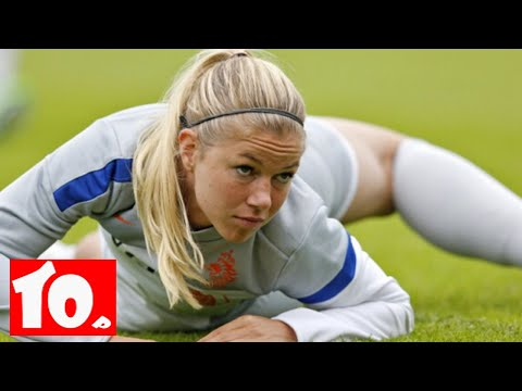 Top 10 Sexiest Female Football Players