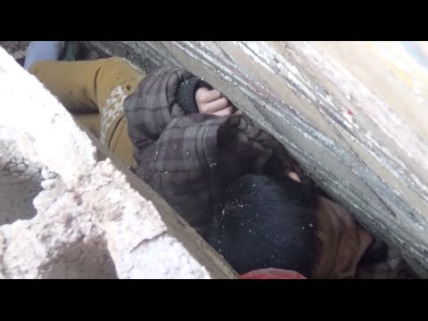 Firefighters save two children stuck in between walls in south China city