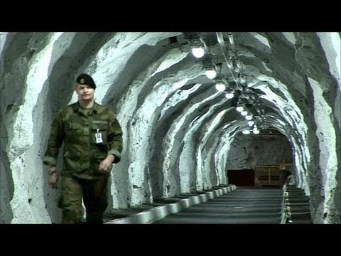 The Secret UFO Operation - UFO Base Entrance In Antarctica - Inner Earth Base