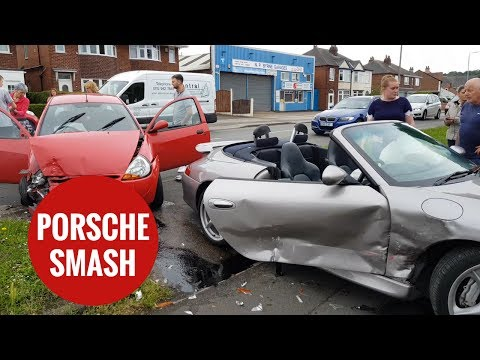 Man gives commentary on the moments after his Porsche 911 is written off
