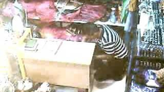 pencuri-di-sebuah-toko.flv