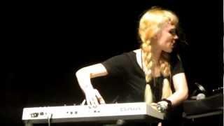 Grimes- Circumambient @ Pitchfork 2012
