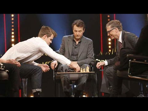 Bill Gates gets interviewed and plays chess against Magnus Carlsen